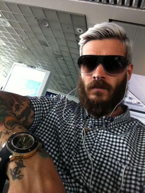 mateus verdelho. gah.: Grey Hair, Like A Boss, Silver Hair Color Men, Bad Boys, Hair Colors, Mateus Verdelho, Boss Nice, Boss Love, Guys