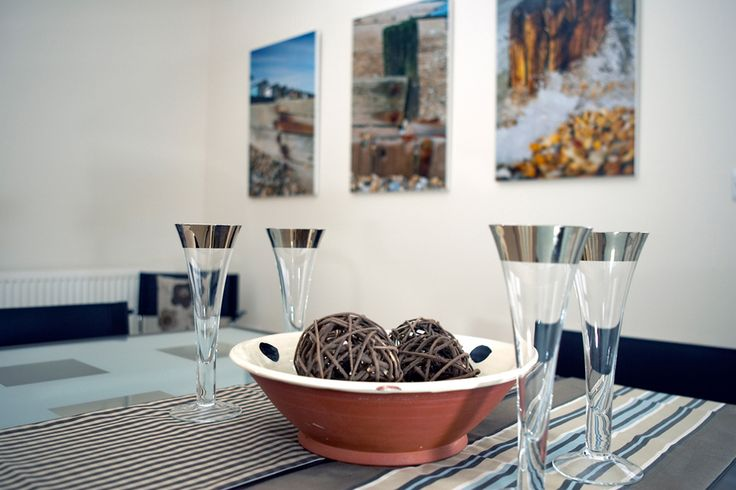 Seaside dining | Seaside apartment | Seaside interior | kitchen interior | luxe dining | Silver glasses