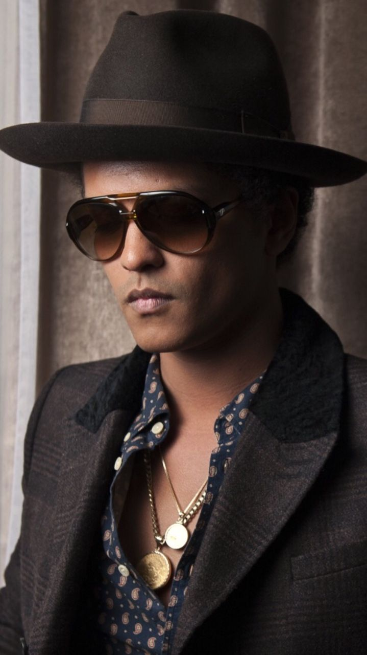 Bruno Mars lockscreens Like or reblog if you save  •Check my blog to buy clothes on sale!