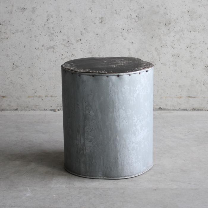 Krukje of bijzettafeltje, zink met houten top