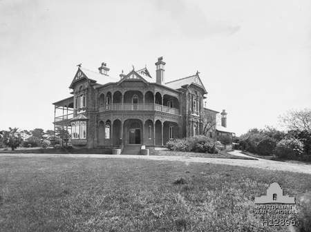 Bundoora Park, Victoria. The main building acquired by the Repatriation Commission on land to be used as a convalescent farm. It was later used for the care and treatment of mental patients. (Donor Repatriation Commission, Melbourne). Photograph from the Australian War Memorial.