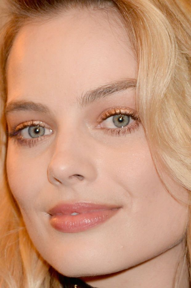 Close-up of Margot Robbie at the 2016 MTV Movie Awards. http://beautyeditor.ca/2016/04/15/best-beauty-looks-emilia-clarke