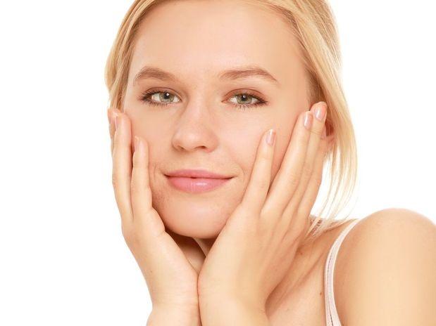 Saiba quais tratamentos ajudam a fechar os poros do rosto.