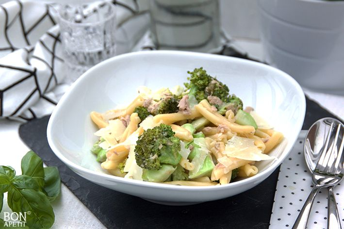 Een heerlijke pasta met broccoli en tonijn. Een van de favoriete gerechten van de kinderen en lekker snel klaar. Recept? Kijk op BonApetit!