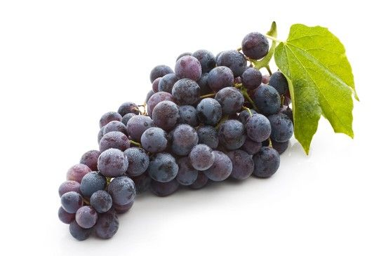 Uva. Quando la stagione lo consente mangiate uva ben matura almeno due volte al giorno. Se praticate attività fisica non fatevi mai mancare un bel grappolo d'uva prima e dopo lo sport per ripristinare rapidamente le scorte di potassio e migliorare la performance del muscolo cardiaco.