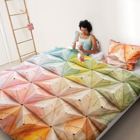 Sengesett med fargerikt origamimønster!