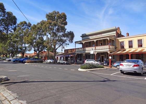driving through Castlemaine ...... a beautiful country town in the Central Highlands of Victoria (Australia)
