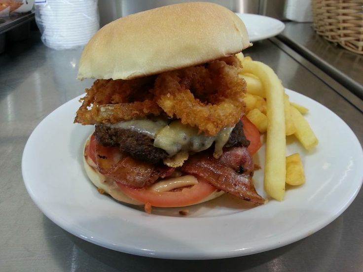 beef pattie, gruyere cheese, bacon, onion rings, tomato and special sauce.