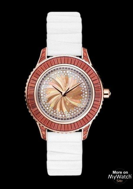 Collection DIOR Grand Soir- Modèle Grand Soir N°14- Pièce Unique -Or Rose - Grenats Bruns - Nacre - Diamants- Bracelet en taffetas plissé- 2012- Prix sur demande.