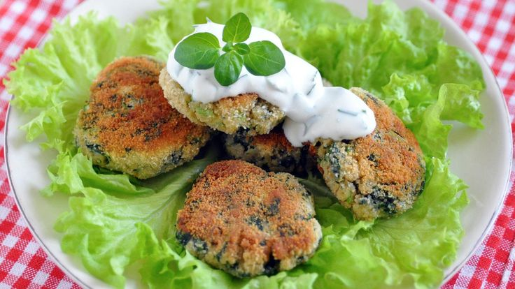 Vegetarian patties with cucumber dressing