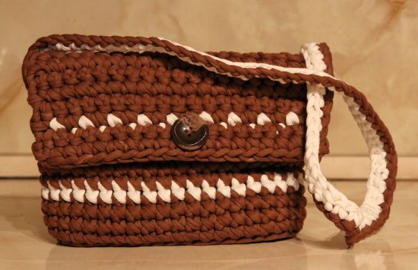 Hnedá hačkovaná kabelka s dlhou rukovatou