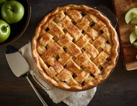 Check out these classic apple pie recipes and enjoy the flavors of fall. Here's how to make the best homemade apple pie from scratch for Thanksgiving! Classic Apple Pie Recipe, Best Pecan Pie Recipe, Apple Pie Recipe Easy, Best Apple Pie, Homemade Apple Pies, Apple Pie Recipes, Homemade Desserts, Apple Pie From Scratch, Salted Caramel Apple Pie