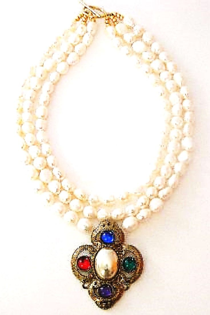 White freshwater pearls & Pendant vintage brooch.  One-of-a-kind pendant necklace handmade with white freshwater pearls paired with vintage brooch. #statementnecklaces#necklaces#freshwaterpearl
