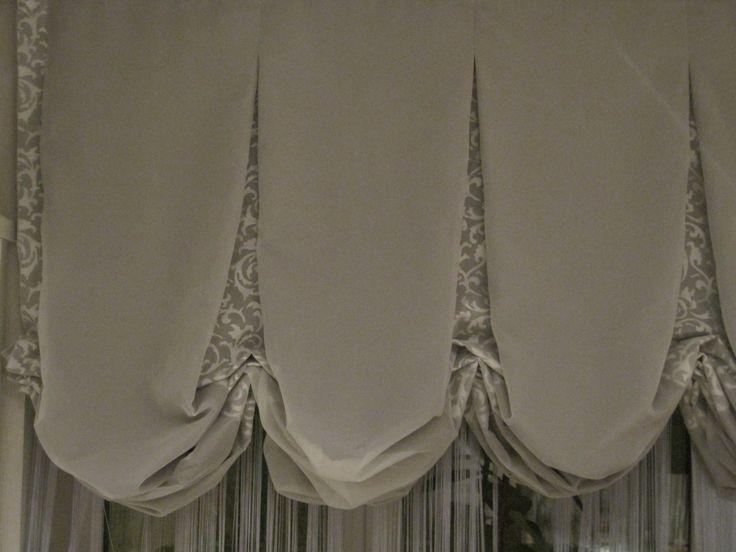 Лондонская штора: верх - белая вуаль; нижняя часть - серая ткань; складки - серая ткань с белым узором London shade: top - white veil; lower part - gray cloth; the folds of gray fabric with white pattern