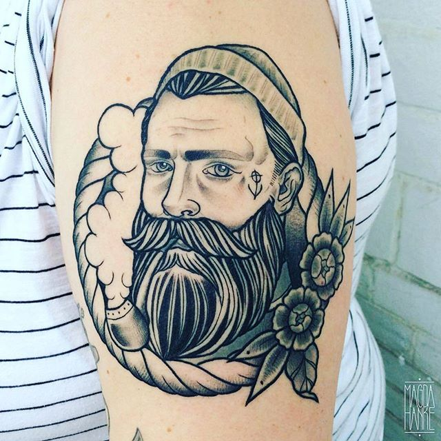 Best 25 sailor tattoos ideas on pinterest navy pirate for Traditional navy tattoos