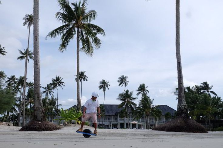 Fly Like Marty McFly on The Sanchaya's New Electric 'OneWheel+' Boards - Hotelier Indonesia News