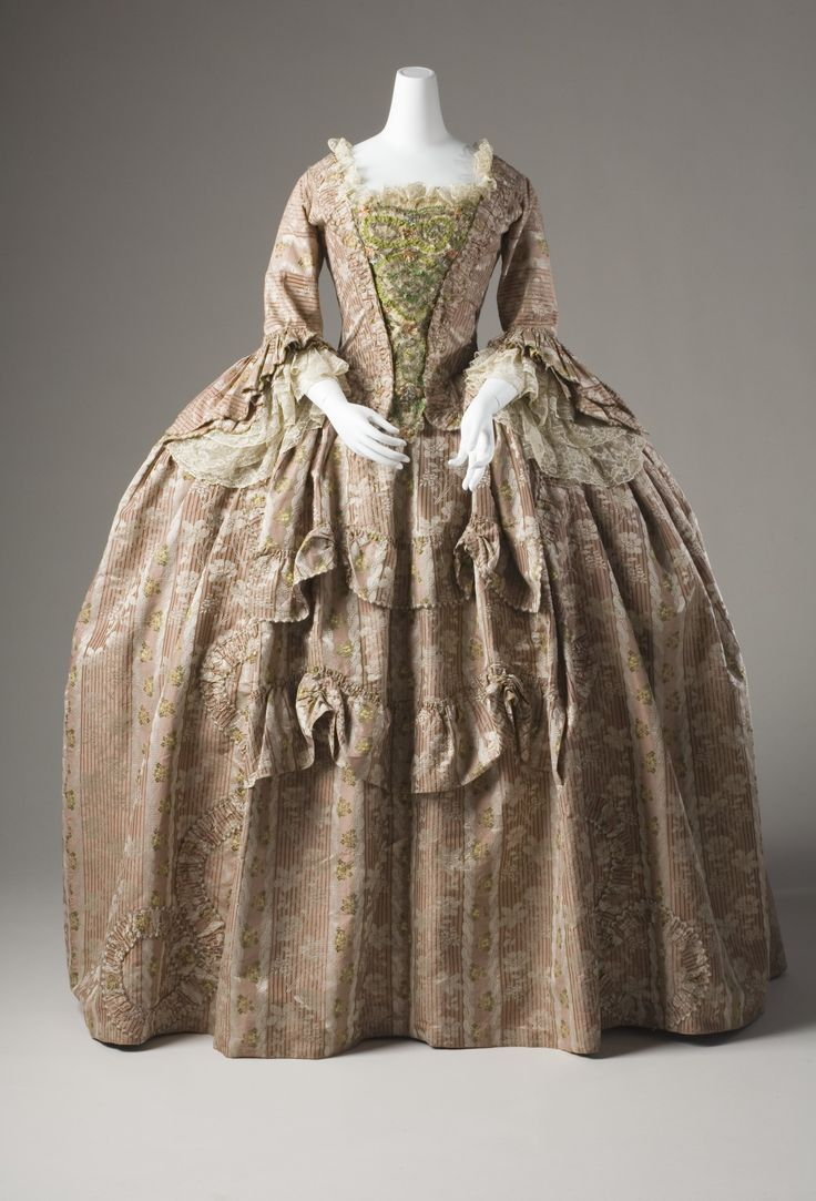 Robe à la francaise (sack-back gown), France, 1760-1780. Striped salmon-coloured brocaded silk. A white leaf pattern is woven into the fabric and as well as floral sprays in various colours.