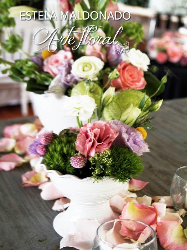 Diseño floral en colores pasteles #vintage #bodas #bodasmexico #sanmigueldeallende #guanajuato #wedding #centerpiece #floral
