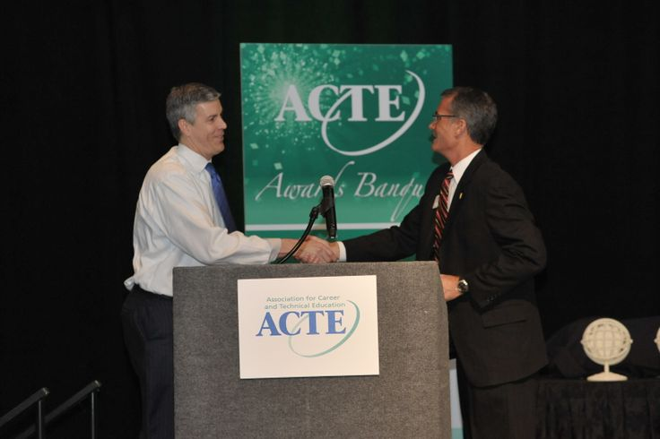 ACTE President Doug Major thanks Sec. Duncan for his remarks at the Awards Banquet.