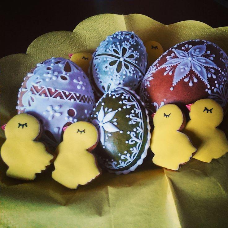 Easter eggs and chickens made of #cookies Velikonoční vajíčka a kuřátka z perníčků Honiees
