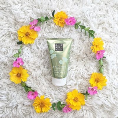 Preen.Me VIP Naomi treats her hands to the calming softness and aroma of her gifted #MyRituals Gingko's Secret Hand Balm. Click through to snap up this must-have.