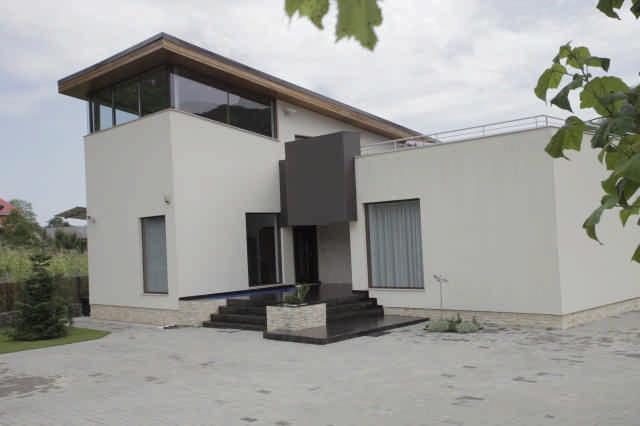 Casa de vanzare Bacau-Valea Budului-lux-cale de acces proprie- 250 mp-suprafata teren 1600 mp
