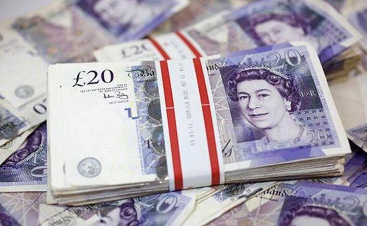 الاسترليني يهبط عقب استقالة وزير الخارجية البريطاني تراجع الجنيه الاسترليني بعد أن استقال وزير الخارجية البريطاني بو Pound Money Money Stacks Canadian Money