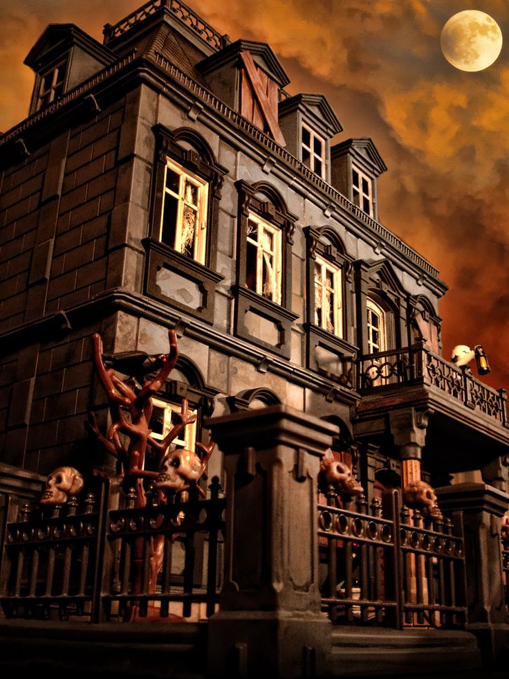 Playmobil Haunted Halloween Victorian Mansion 5300 custom dollhouse 120 items. $649.00 ~ I want this SO freaking bad!!