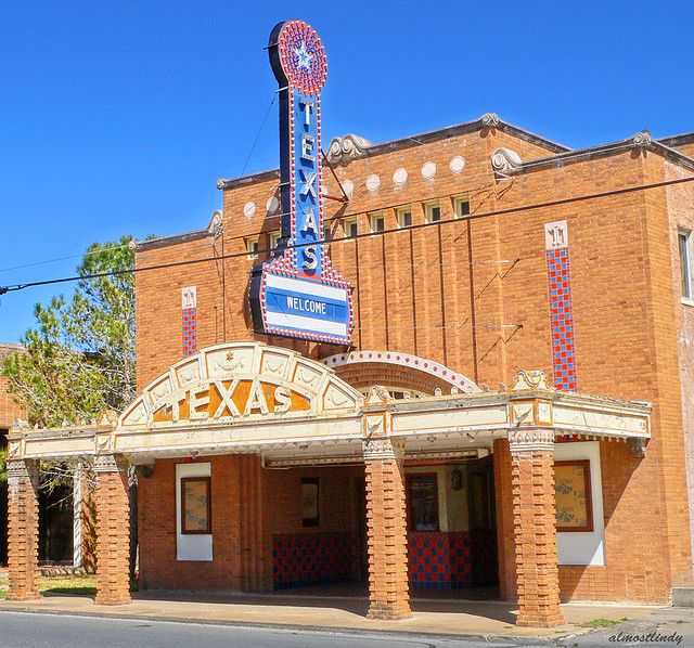 Texas Theatre: Seguin Texas   Small Town in Texas..This was the place to go