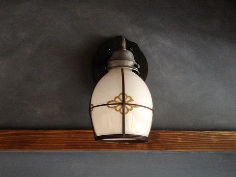 漆喰の壁に良く似合う照明器具。打合せ兼ねて訪れた、古河の蔵を改修したコミュニティスペース「お休み処坂長」にて