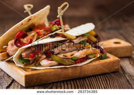 Стоковые фотографии и изображения деревянная посуда | Shutterstock