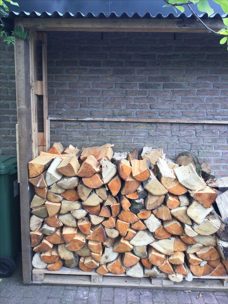 Ons houthok gemaakt van pallets en hergebruikt hout.