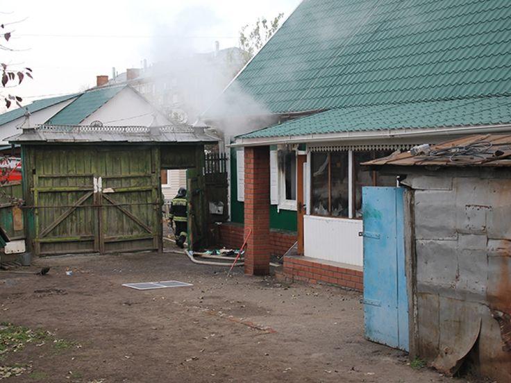 В Сети появились фото сгоревшего дома, где уралец сжег своего сына и порезал жену http://kleinburd.ru/news/v-seti-poyavilis-foto-sgorevshego-doma-gde-uralec-szheg-svoego-syna-i-porezal-zhenu/  Как стало известно, под Челябинском мужчина после конфликта с женой поджог дом с сыном и расправился с собой на соседнем участке. Ссора с женой произошла в ночь на понедельник. Подозреваемый вступил в конфликт с женой и изрезал женщину ножом, после чего выставилиз дома. Стоит отметить, что на этом…