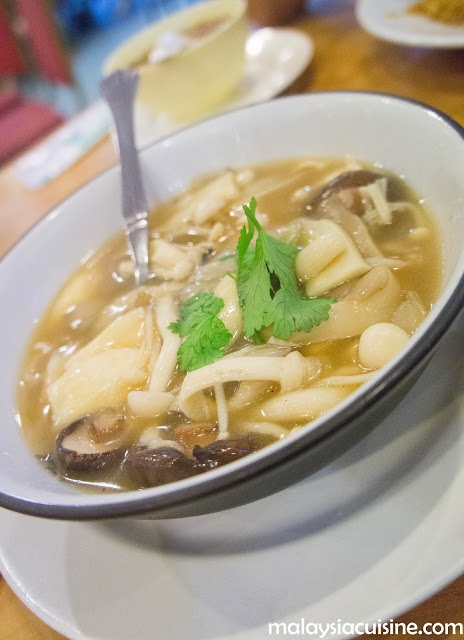 Malaysia Cuisine Food Review: Ring Zhi Vegetarian Restaurant @ Metro Prima, Kepong