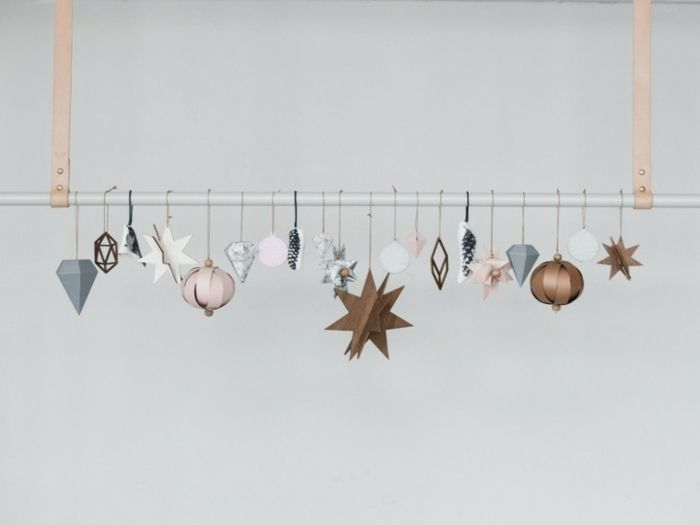 weihnachtsdekoration ideen metallstange christbaumschmuck anhänger holz papier