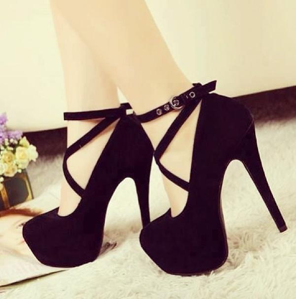 Sandália de salto alto