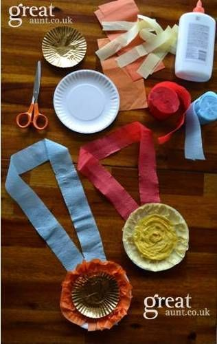 London 2012 Olympic crafts for kids - medals! made from paper plates, tissue and streamers.