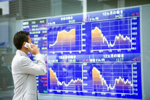 http://www.forex4you.org/?affid=eb82598  http://www.forex4you.org/?affid=eb82598  http://www.forex4you.org/?affid=eb82598  На курсы могут влиять:  экономические факторы (экономические показатели стран в текущий момент, политика Центробанков, меняющиеся учетные ставки, деятельность экспортеров-импортеров и сопредельные рынки и т.д.);  политические факторы (высказывания политических деятелей, выборы президента);  настроения участников рынка, их ожидания, слухи;  форс-мажорные обстоятельства…