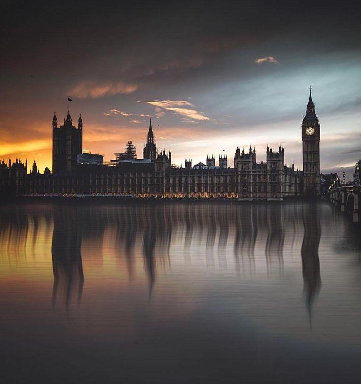 miaknipst : Adore London