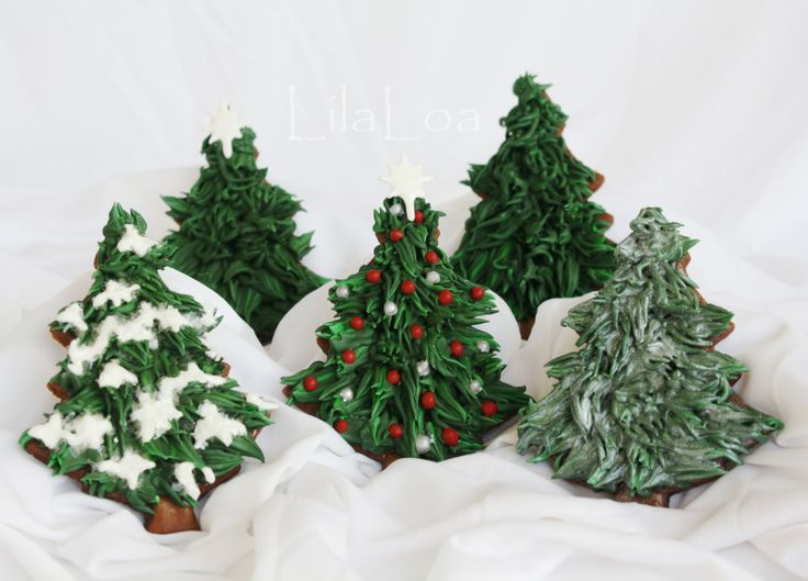 Realistic Christmas Tree cookies. Believe it or not, these are not done with buttercream, that's royal icing. [by Lila Loa]