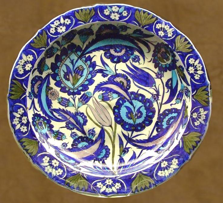 Dish, 1540-1550, Iznik, Turkey, Saz stile. The British museum, London