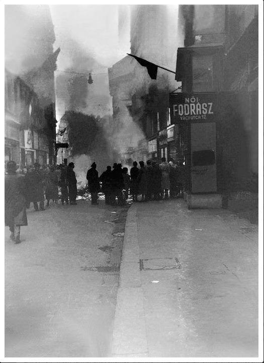 Váci utcai könyvesbolt, 1956.okt.31.