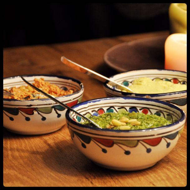 Drie heerlijke smeersels: pesto, aiioli, geitenkaas-zongedroogde tomaten.