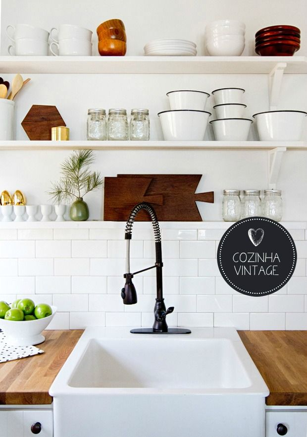 Vintage Kitchen | Open Shelves #decor #kitchen #cozinha