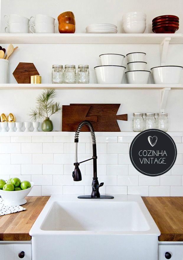 vintage kitchen | open shelves #decor #kitchen #cozinha