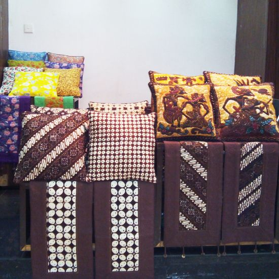 Sarung Bantal Kursi Size: 40 x 40 | Sarung Bantal Lantai Size: 70 x 70 | Taplak Meja Sofa Size: 100 x 35