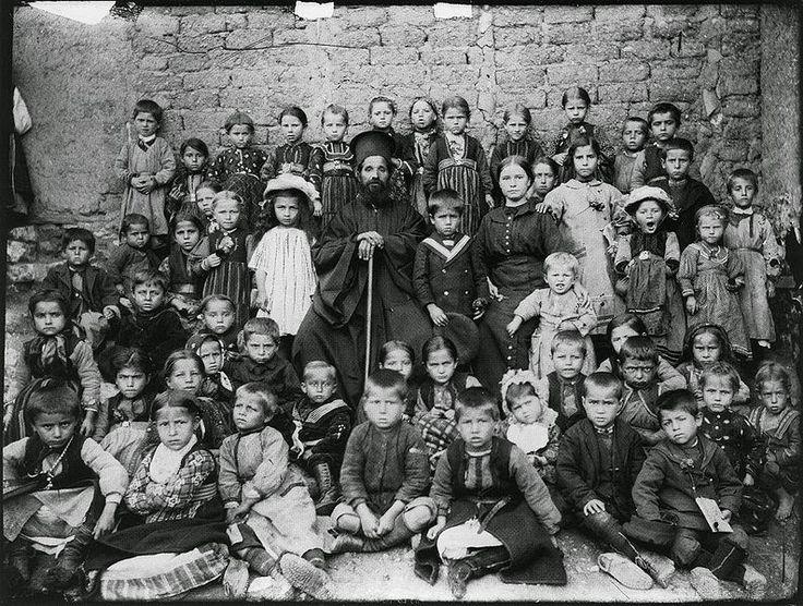 Pupils of the Greek School in Zhoupanishta Λεύκη Καστοριάς Artist: Leonidas Papazoglou' Λεωνίδας Παπάζογλου - Φωτογραφικά πορτρέτα από την Καστοριά και την περιοχή της, την περίοδο του Μακεδονικού Αγώνα, από τη συλλογή του Γιώργου Γκολομπία''