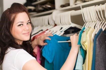 A sua camiseta favorita encolheu? Aprenda como consertá-la