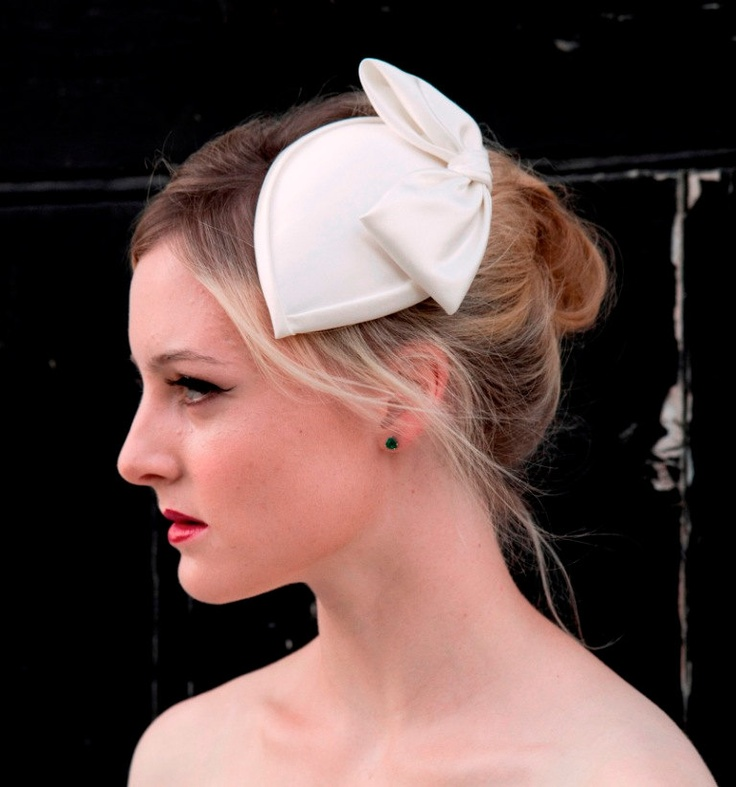 Ivory Teardrop Bridal Hat In Dutchesss Satin With Bow And Detachable Birdcage Veil 1940s