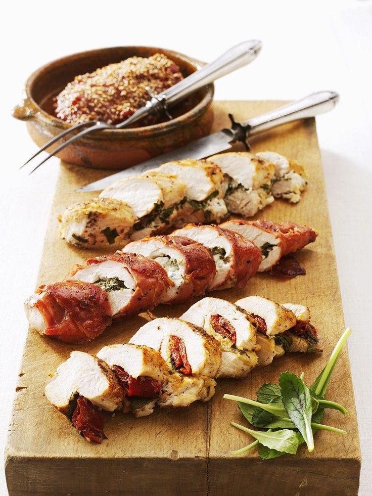 Hähnchenfilets mit verschiedenen Füllungen: Chili-Ingwer, Ziegenfrischkäse, Paprika-Basilikum und Mozzarella-Schinken | http://eatsmarter.de/rezepte/hahnchenfilets-mit-verschiedenen-fullungen